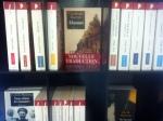 """Petit éventail des libretto disponible en magasin avec quelques perles comme :  """"le vent dans les saules"""" de Grahame,  """"Far west"""" de Clark, """"Le cavalier suédois"""" de Perutz...ainsi que la plupart des jack London"""