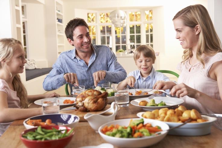 Obesite-infantile-manger-en-famille-reduit-les-risques