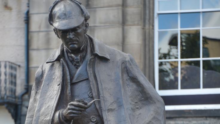 Sherlock-Holmes-statue-11
